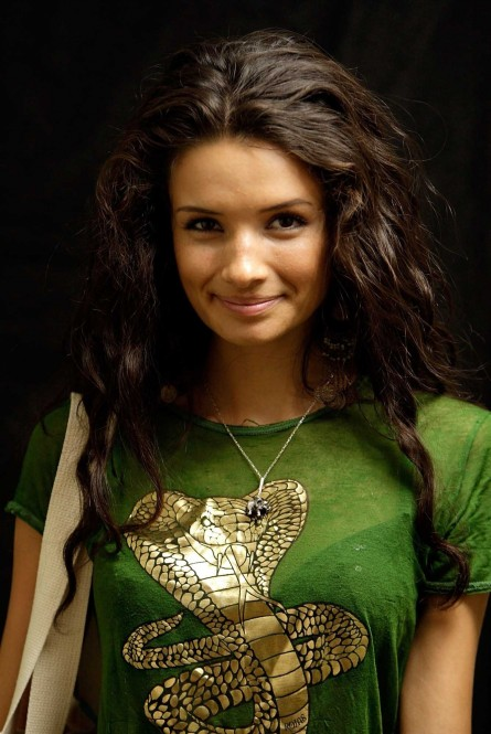 Alice Greczyn Pictures