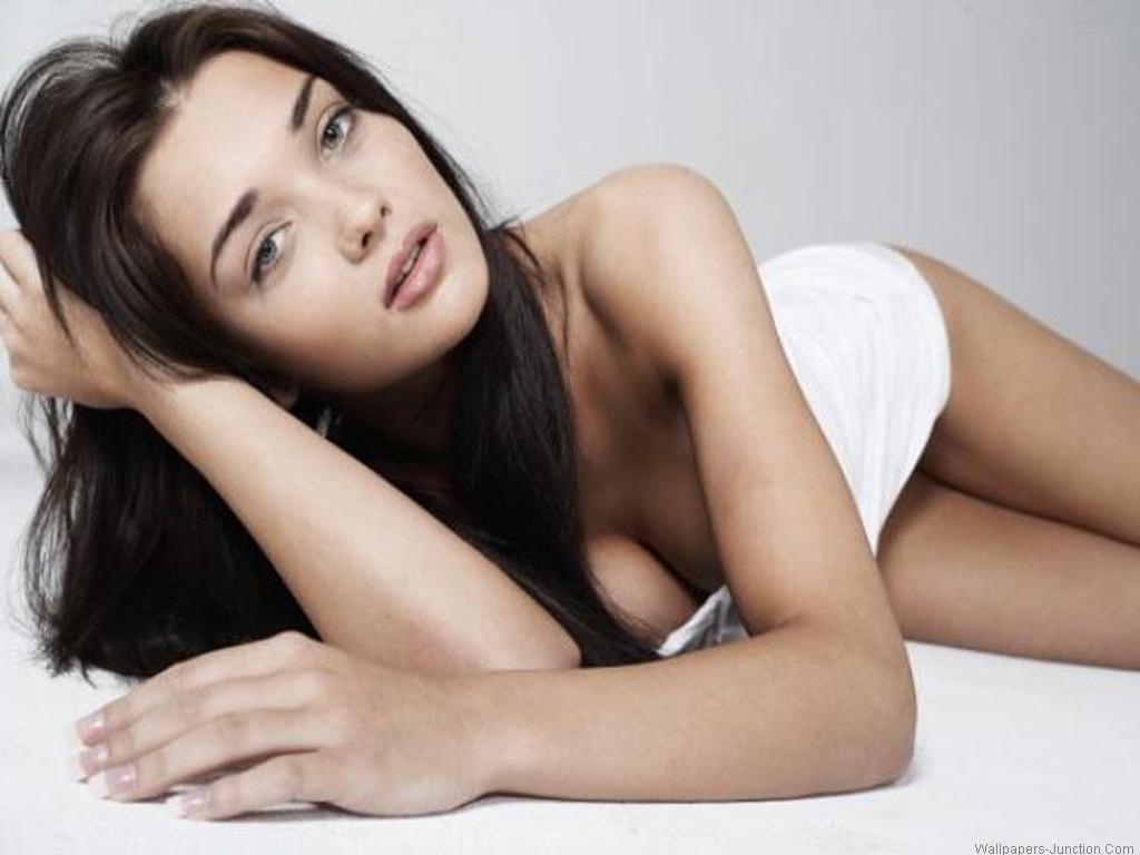 Amy Jackson Hot Wallpaper