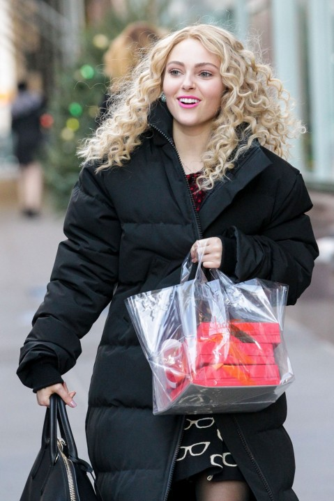 Annasophia Robb On Set Of The Carrie Diaries In New York