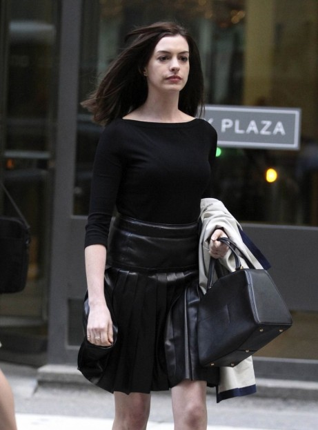 Anne Hathaway Acting At The Set Of The Intern In Nyc