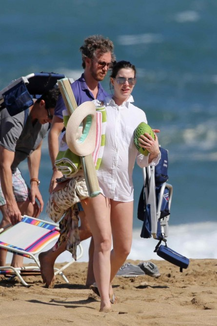 Anne Hathaway In Red Bikini At The Beach In Hawaii Anne Hathaway