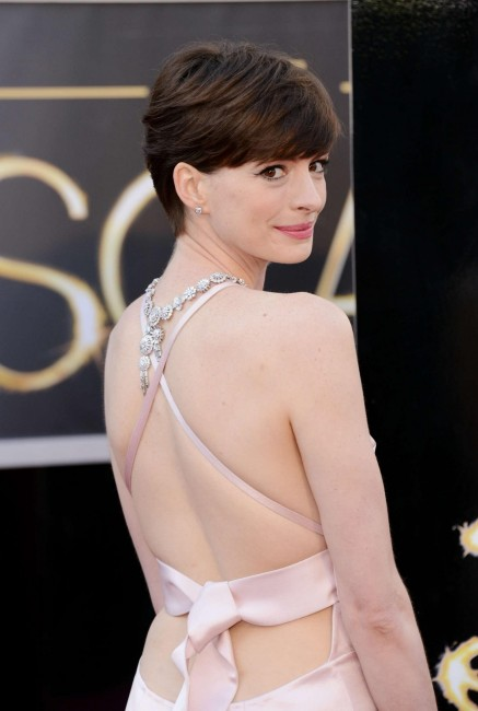 Anne Hathaway Oscar Photo