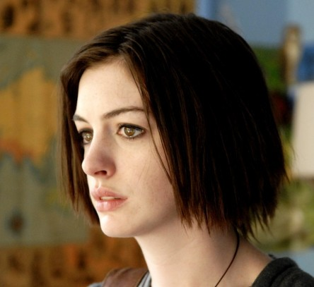 Anne Hathaways Short Piecey Bob Hairstyle From Rachel Getting Married Fashion