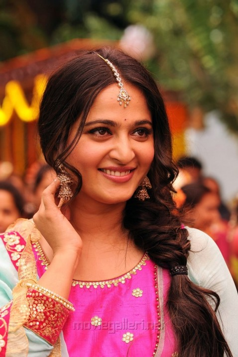 Size Zero Movie Actress Anushka Shetty Photos Stills Anushka Shetty