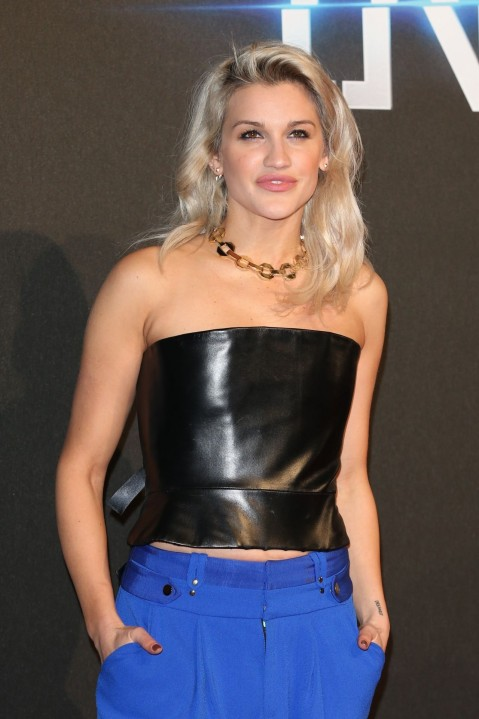 As Ey Roberts On Red Carpet Insurgent World Premiere In London As Ey Roberts