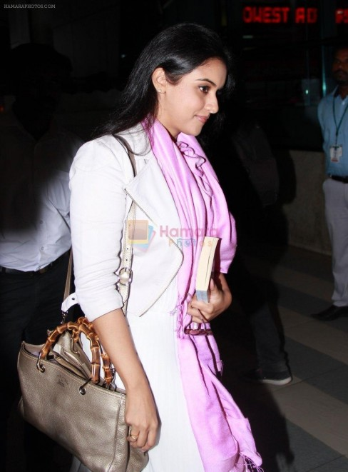 Hpse Fullsize Asin Thottumkal Snapped At Domestic Airport On Th Oct Ea Asin Thottumkal