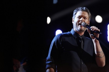 Blake Shelton Cmt Awards Social Superstarcroptopfitcroph Blake Shelton