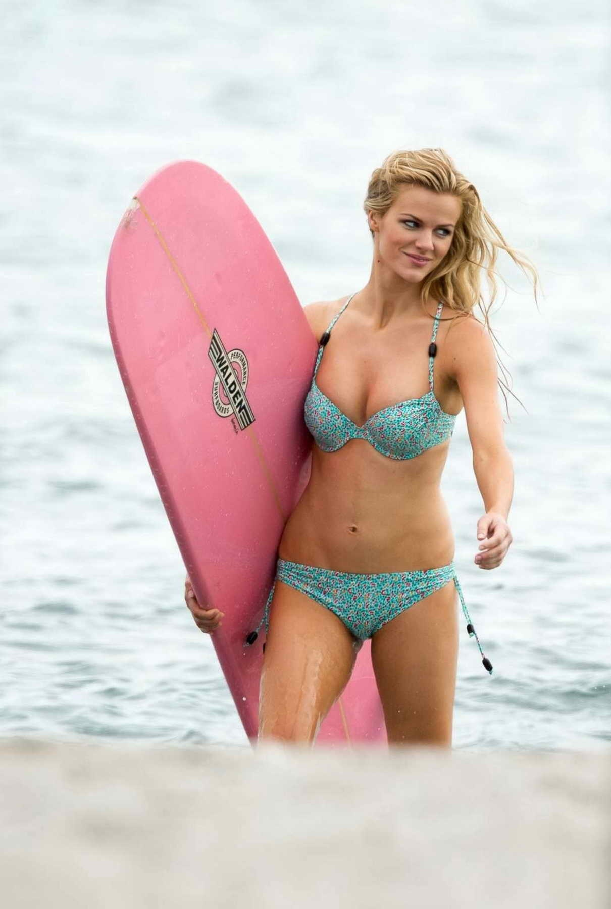 Brooklyn Decker In Bikini At The Beach In Miami Brooklyn Decker