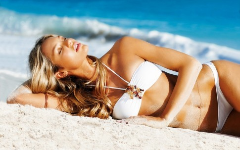 Candice Swanepoel In Beach Beach