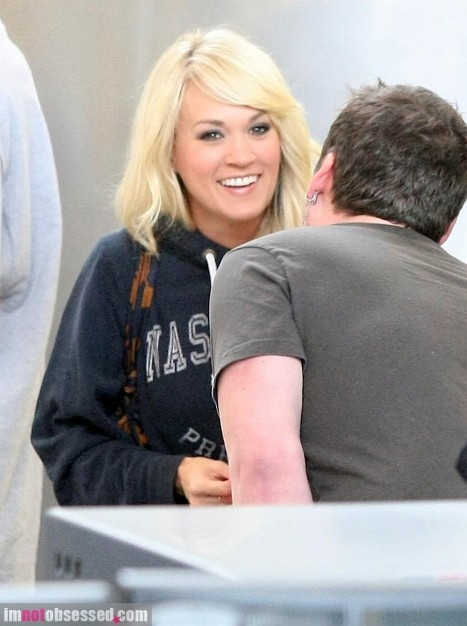 Carrie Underwood Arrives At Lax Hot