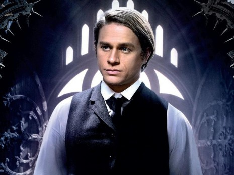 Charlie Hunnam Als Dr Alan Mcmichael In Crimson Peak Charlie Hunnam