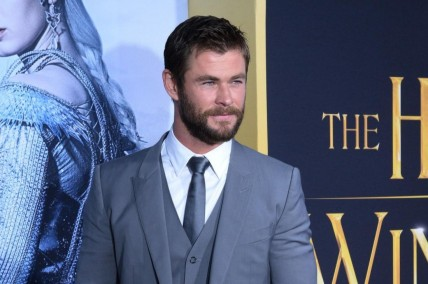 Chris Hemsworth Is Clueless Assistant In New Ghostbusters Featurettelg Chris Hemsworth