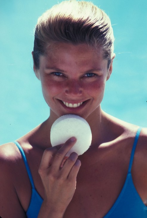 Christie Brinkley Kosty Info