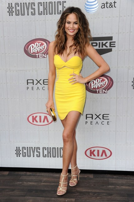 Fashion Chrissy Teigen Guys Choice Awards Yellow Threefloor Dress Main Christine Teigen