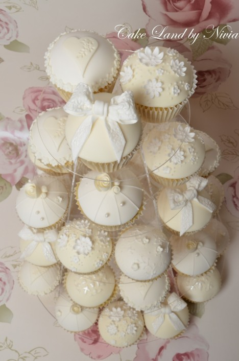 Srdr White And Ivory Wedding Cupcakes Cupcakes
