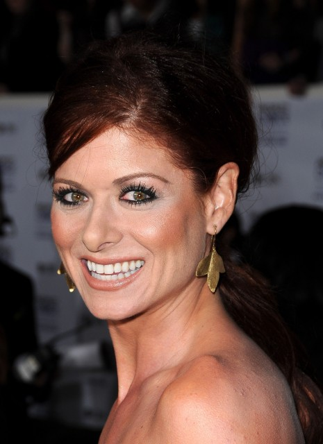 Debramessing Thannualpca Arrivals Vettrinet Debra Messing