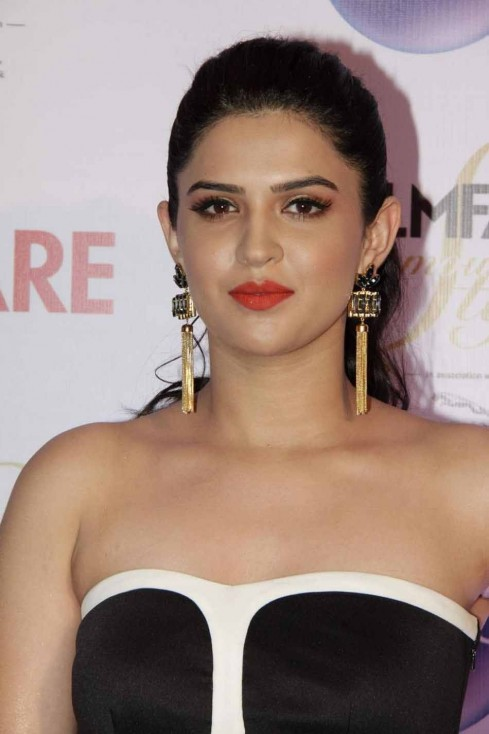 Deeksha Seth Hot Photos Deeksha Seth