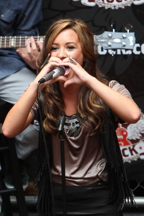 Demi Performing At Glendale Galleria In California Demi Lovato