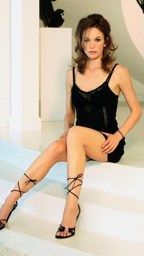 Diane Lane On The Stairs Celebrity Mobile Wallpaper Diane Lane