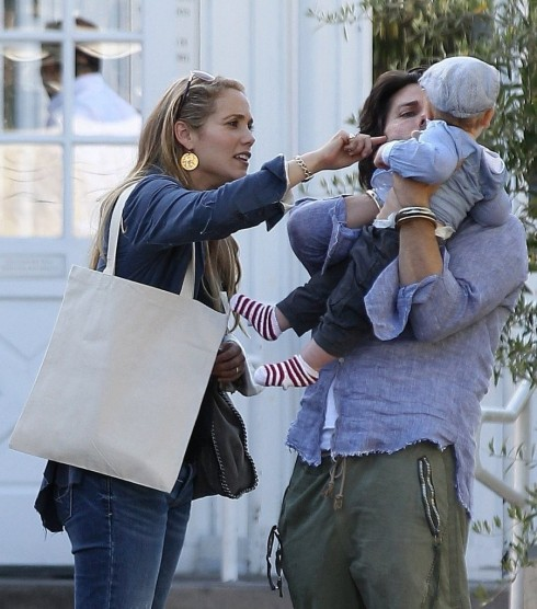 Sky Lauren Elizabeth Berkley Family Leaving Yxfj Ao Mz And Mario Lopez