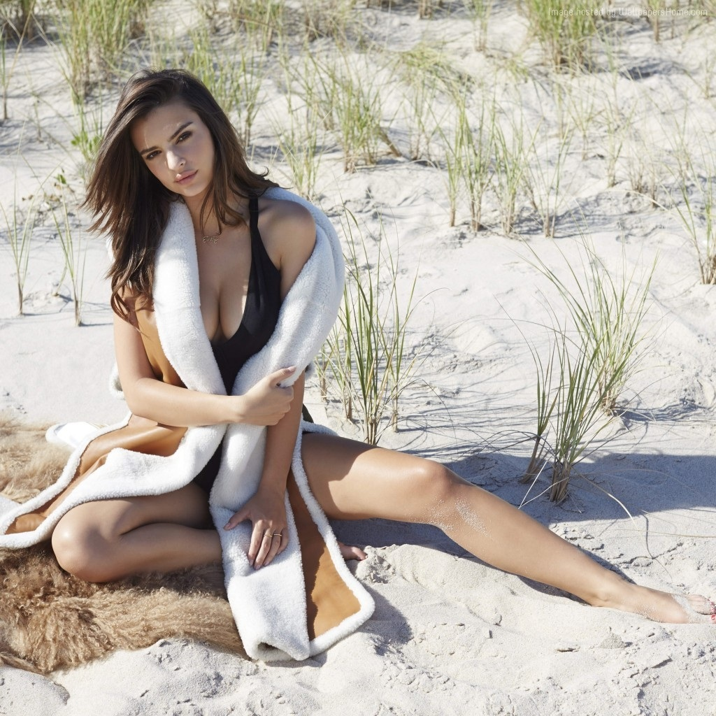 Emily Ratajkowski Top Fashion Models Model Beach Fashion