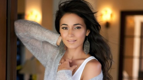 Emmanuelle Chriqui Smile Wwwwallpapermotioncom Wallpaper