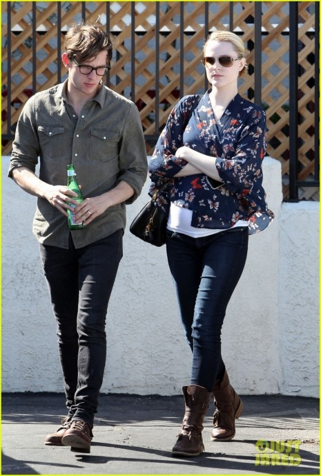 Celebrity Bumps Style Thread For Mommies To Evan Rachel Wood Covers Baby Bump Giant Pillow