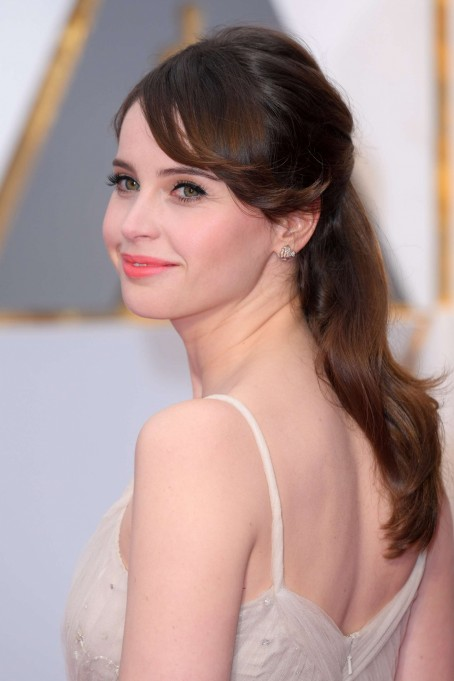 Best Hairstyles Of The Oscars Felicity Jones Felicity Jones