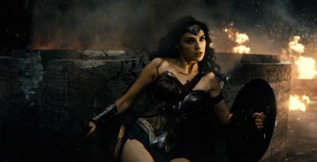 Gal Gadot Proves She Has What It Takes To Wear Wonder Woman Bracelets In Batman Superm Gal Gadot