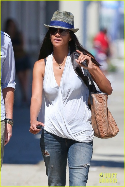 Halle Berry Shopping In Hollywood Son