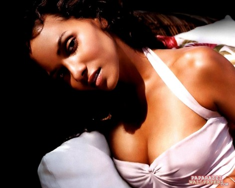 Hot Halle Berry In Pink Wallpapers Hot