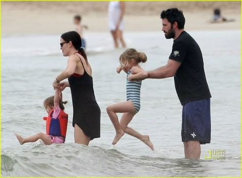 Ben Affleck Jennifer Garner Hawaiian Holiday Beach