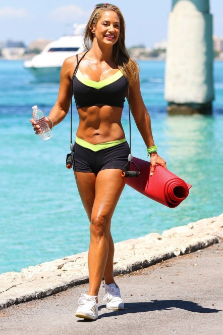 Jennifer Nicole Lee Workout On The Beach In Miami Jennifer Nicole Lee