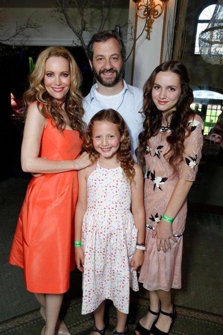 Leslie Mann Judd Apatow Maude Apatow And Iris Apatow In Paranorman Large Picture