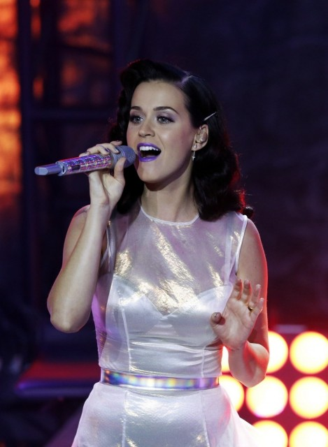 Katy Perry Surpasses Justin Bieber Become Most Followed Person Twitter Albums