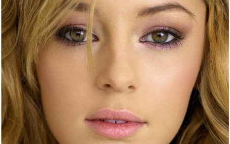 Keeley Hazell Closeup Wallpaper