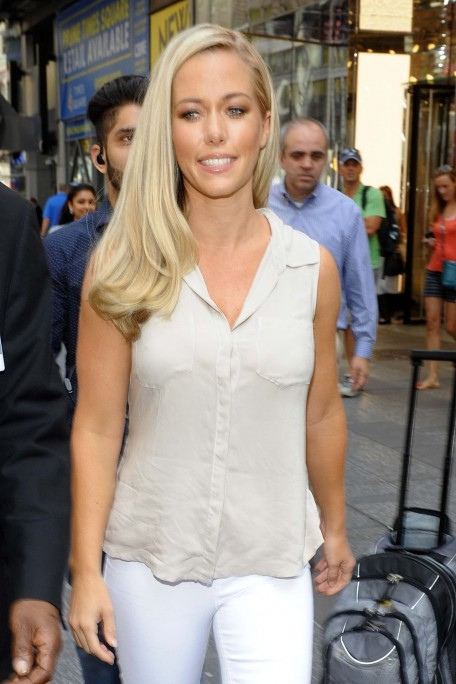 Kendra Wilkinson Promoting Her Tv Series Kendra On Top In Nyc Kendra Wilkinson
