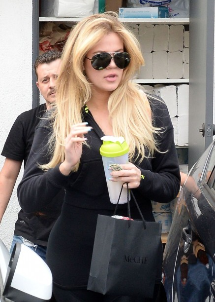 Oe Kardashian Leaving Hair Salon After Getting Her Hair Done In Beverly Hills June Oe Kardashian