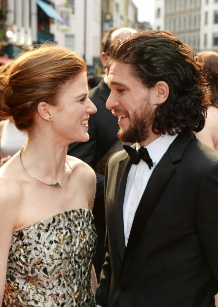 Conventions et autres sorties Entertainment-kit-harington-leslie-rose-couple-main-kit-harington-827366402
