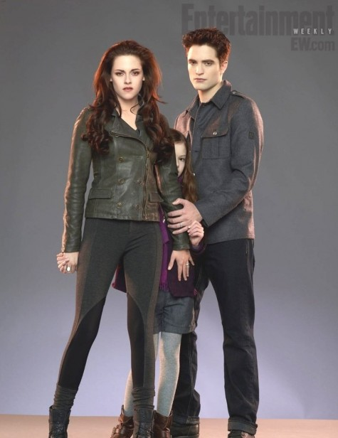 First Look Of Kristen Stewart Robert Pattinson Renesmee In Twilight Saga And Robert Pattinson