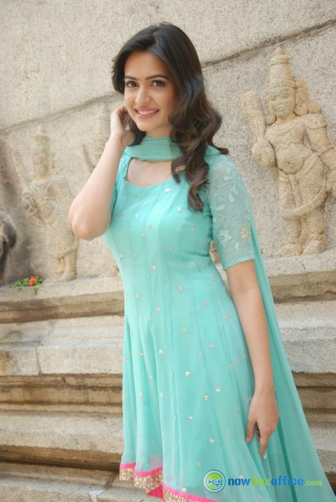 Kriti Kharbanda At Dhalapathi Launch Kriti Kharbanda