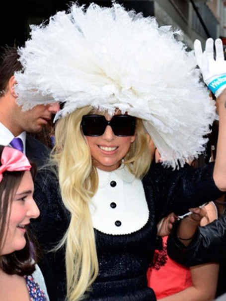 Lady Gaga New Hairstyle With White Cupcake Esque Hat Fashion