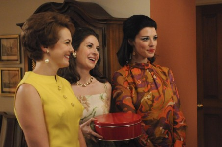 Picture Of Larisa Oleynik Jessica Par And Alison Brie In Mad Men Large Picture
