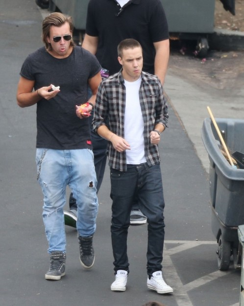 Liam Payne One Direction Playing Soccer Cbs Pbrwx Cl Fashion