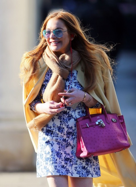 Lindsay Lohan Enjoys In Relaxed Stroll Around London