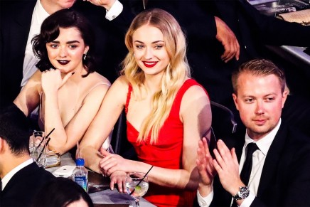 Conventions et autres sorties - Page 2 Sophie-turner-maisie-williams-maisie-williams-465164712