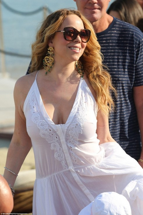 Here Comes The Bride Mariah Carey Donned White Kaftan That Res Mariah Carey