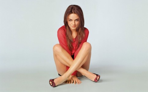 Mila Kunis Portrait Posing Fashion