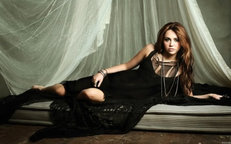Miley Cyrus Hot Wallpapers Hd Celebrity Photo Miley Cyrus Wallpaper Hot