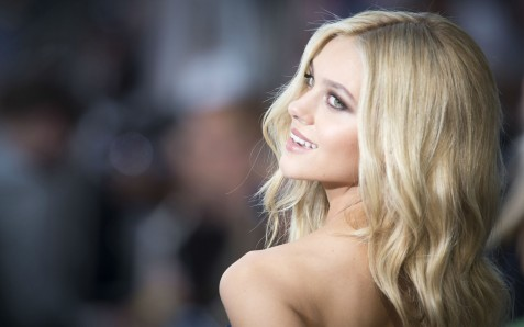 Hot Nicola Peltz Cute Smile Wide Nicola Peltz